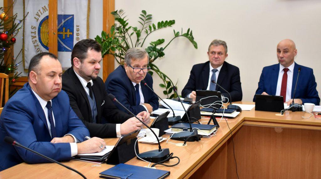 Obrady prowadził przewodniczący Grzegorz Rajca, w towarzystwie wiceprzewodniczących: Romualda Zgrzywy i Stanisława Batóga.