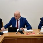 W posiedzeniu udział wzięło 16 radnych z 19-osobowego składu Rady Powiatu w Staszowie.