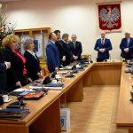Przed zamknięciem posiedzenia przewodniczący Rady Grzegorz Rajca i starosta Józef Żółciak, złożyli wszystkim obecnym serdeczne życzenia noworoczne.